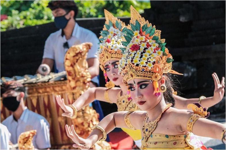 Bali Resmi Dibuka, Menparekraf Tekankan Pentingnya Kesehatan Wisman Sebagai Syarat Utama